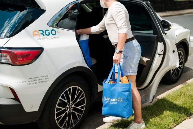Des courses livrées par des voitures sans conducteur aux Etats-Unis