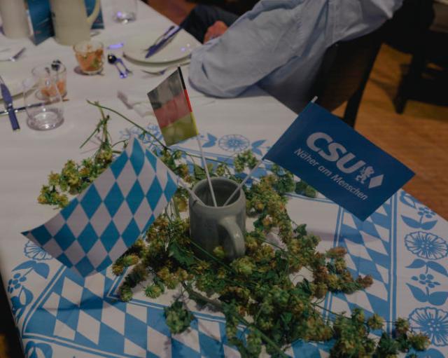 Décoration de table lors du dernier meeting de campagne de la CDU-CSU à Munich, en Allemagne, le 24 septembre 2021.