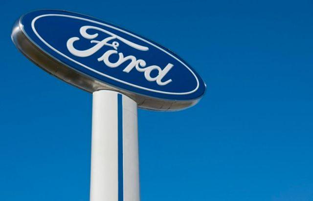 Ford Motor embauche l'ancien cadre d'Apple et de Tesla, Doug Field