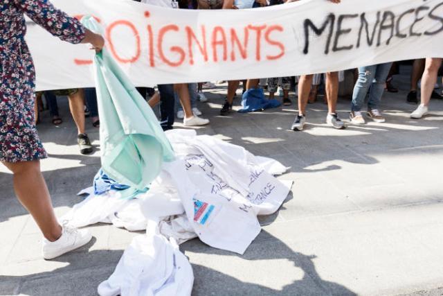 Le collectif Soignants menacés manifeste son opposition à la vaccination obligatoire, à Ajaccio, le 11septembre2021.