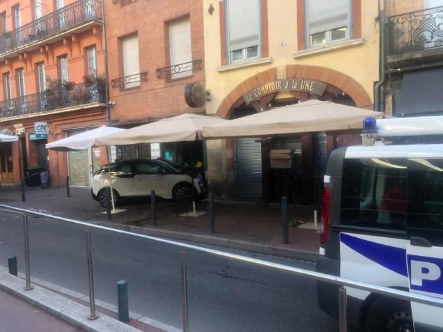 Un véhicule s'est encastré dans un restaurant du centre-ville de Toulouse, mardi 31 août 2021, blessant plusieurs personnes.