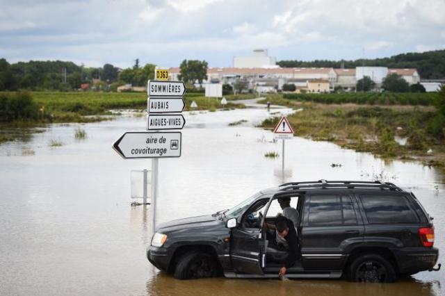 Une route d'Aigues-Vives, dans le Gard, est inondée après des pluies record, le 14 septembre 2021.