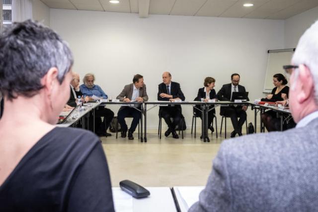 Les membres de la commission réunis autour de leur président, Jean-Marc Sauvé (au centre), à Paris, en février 2019.
