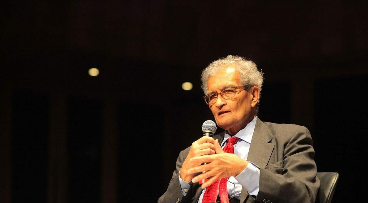Amartya Sen durante una conferenza