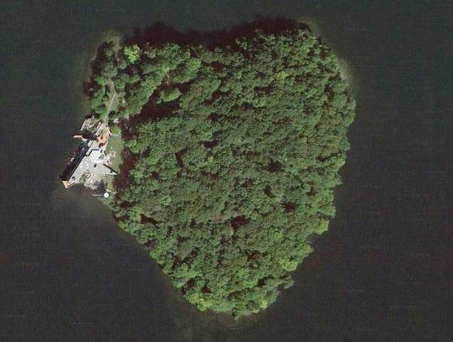 Angelina Jolie buys Brad Pitt heart-shaped island to mark his 50th birthday
