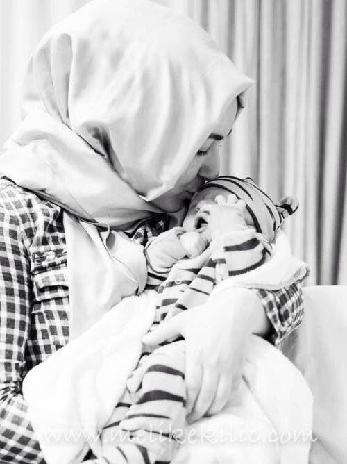 Beautful Hijab Girls With Their Cute Kids 2