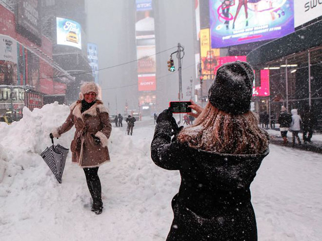 Incredible Photographs of New York City Winter Storm-b