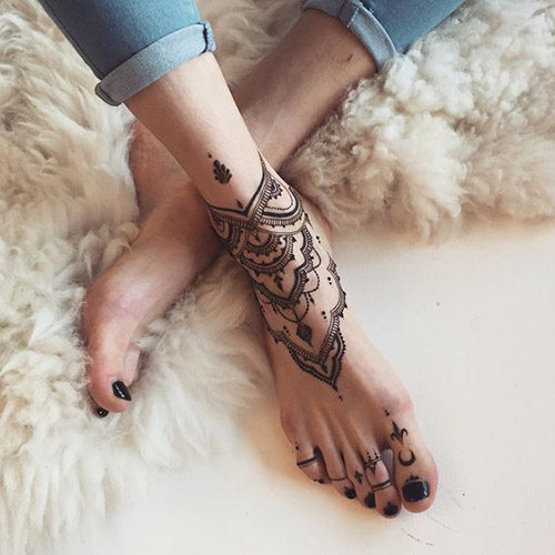 casual simple mehndi designs for feet