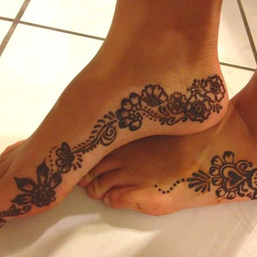 modren simple mehndi design for feet