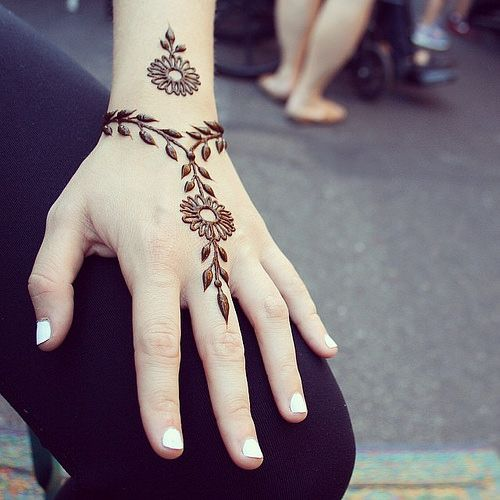simple henna designs for wrist