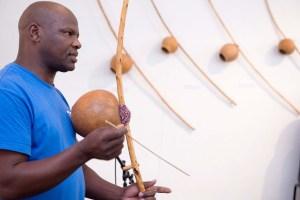 Dizu Plaatjies demonstrating the umakhweyana