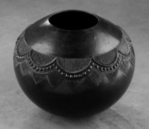 A traditional ukhamba by Zanele Nala