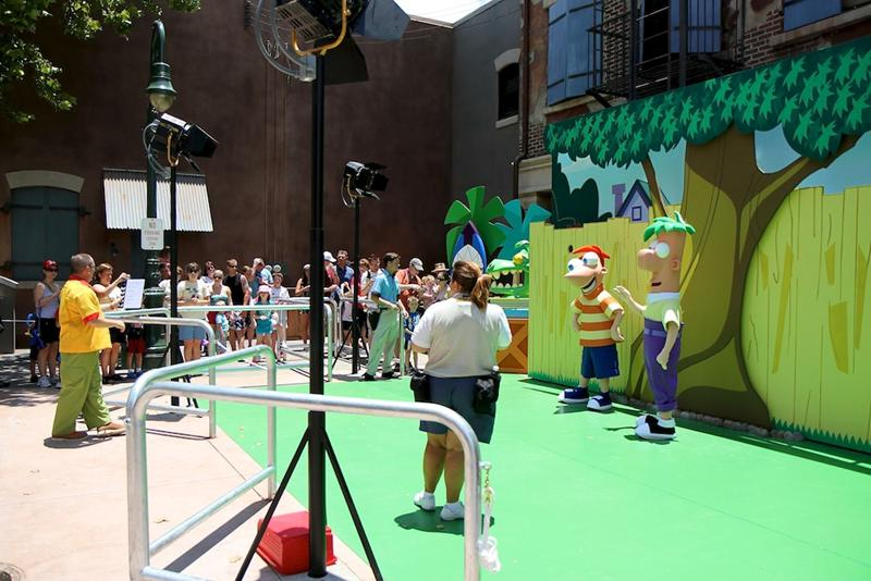 Character-Meet-and-Greets-at-Disneys-Hollywood-Studios_Full_13663
