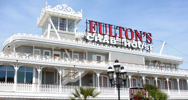fultons-crab-house-paddlefish