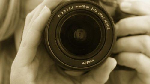 Ricerca: la rivincita dei 'Foto-maniaci', scattare immagini aumenta il piacere