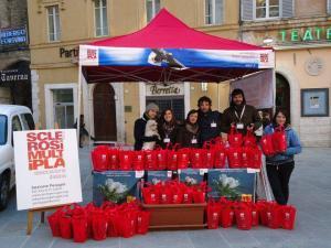 Volontari AISM in piazza - Gardenia