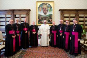 Papa Francesco e gli otto vescovi umbri