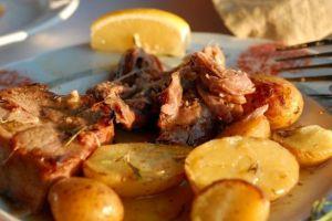 arrosto-di-agnello-al-forno-con-patate-586x391