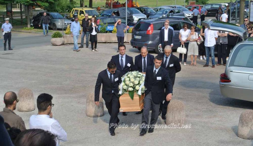 Funerali Sergio Piazzoli - con presenza Patrizia Marcagnani (1)