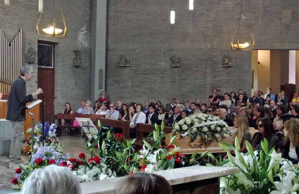 Funerali Sergio Piazzoli - con presenza Patrizia Marcagnani (11)