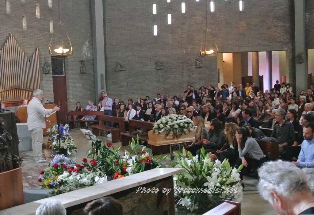 Funerali Sergio Piazzoli - con presenza Patrizia Marcagnani (14)