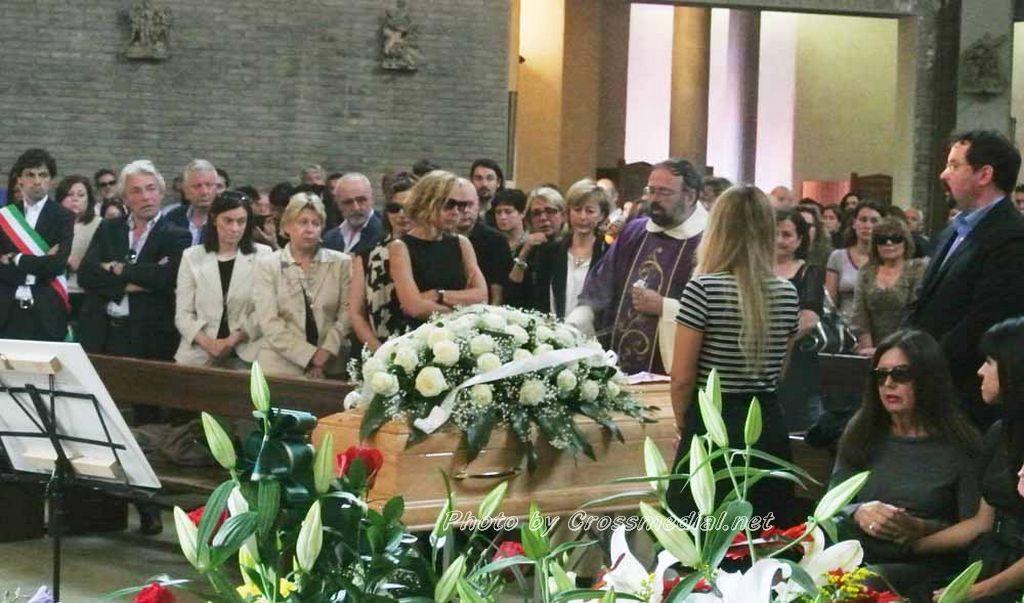 Funerali Sergio Piazzoli - con presenza Patrizia Marcagnani (15)