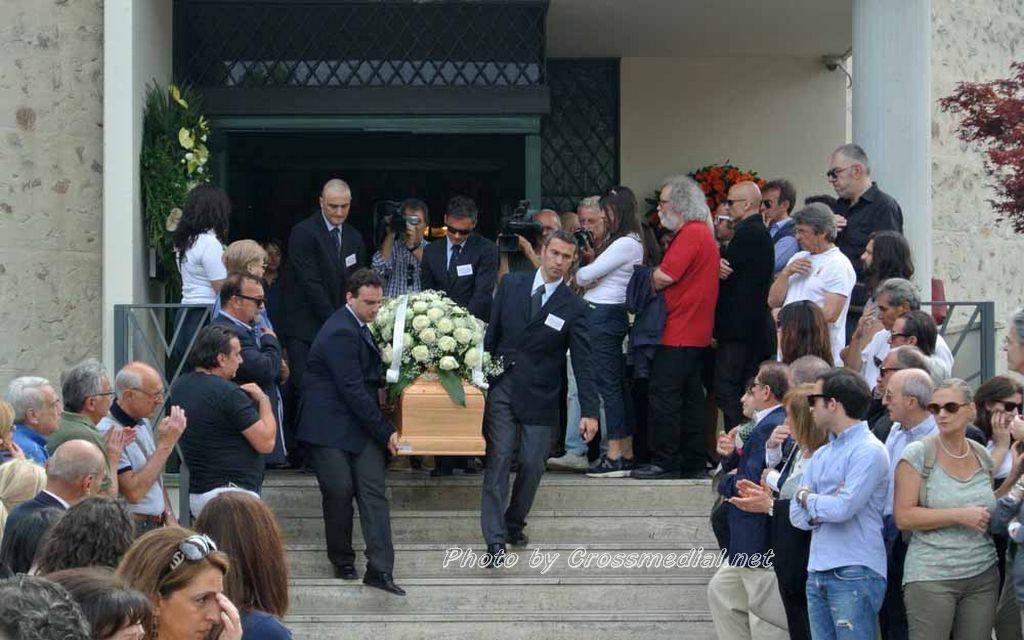 Funerali Sergio Piazzoli - con presenza Patrizia Marcagnani (19)