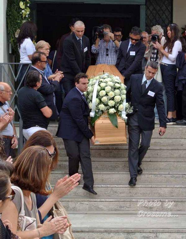 Funerali Sergio Piazzoli - con presenza Patrizia Marcagnani (20)