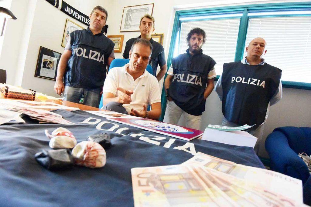 PoliziaARRESTAquattroTUNISINIperugia8