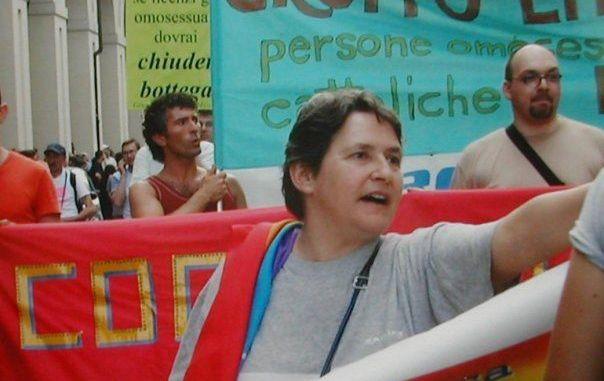 Minacce a co-presidente di Omphalos: «Guardati sempre quando giri di notte, sporca lesbica»