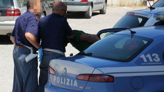 Rapina all'Eurospin, cassiera minacciata con la pistola
