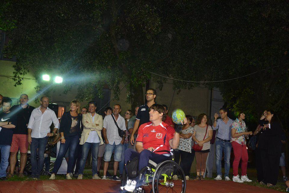 Luca Panichi in pallamano in carrozzina