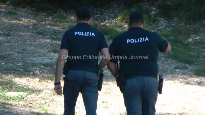 Drogati al Parco della Verbanella a Perugia, scappano ma la polizia...