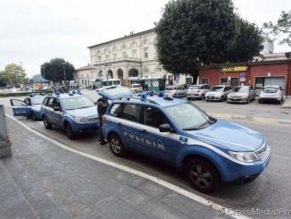 Urla di una donna fanno intervenire polizia