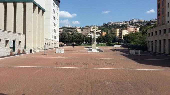 """Piazza del Bacio, Fontivegge, esempio di architettura metafisica, lo """"slargo svelato"""""""