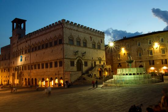 perugia is open - piazza IV novembre