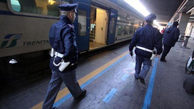 Coppia fa sesso in bagno in stazione a Perugia, due denunce