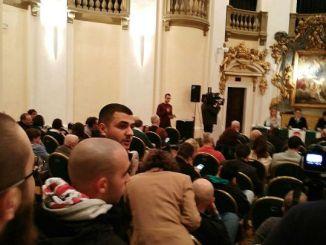 Centri di accoglienza, Blitz CasaPound per parlare con il sindaco Romizi, Comune di Perugia esca dall'ambiguità