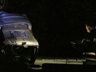 Incidente sulla Centrale Umbra, auto si ribalta, un ferito