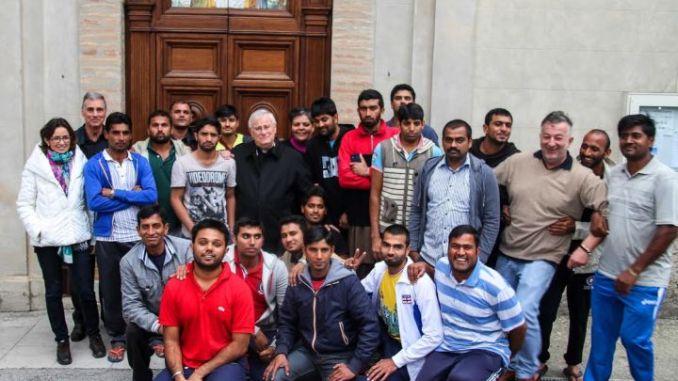 Il cardinal Bassetti incontra profughi Caritas diocesana di Perugia