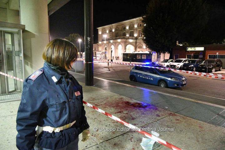 """Rissa tra tunisini, massacrato mentre era a terra, dal web: """"Vogliamo esercito a Fontivegge"""""""