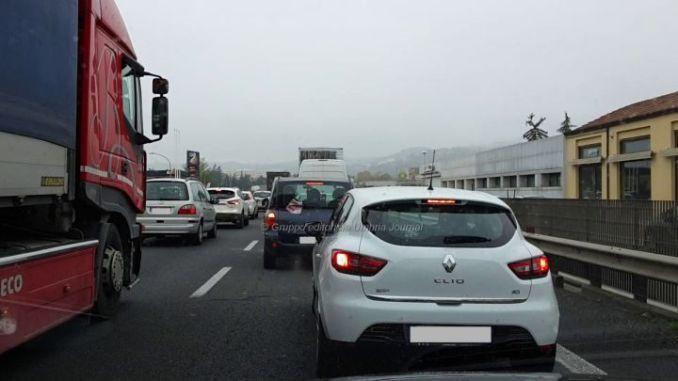 Incidente Bastia, auto contro camion sulla 75 Centrale Umbra, un ferito