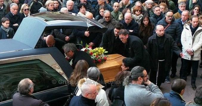 """Morto Carlo Angeletti, un mare di folla ad Assisi a dare il saluto a """"Il Tillo"""""""