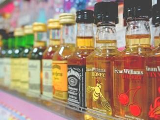Rubano alcolici in supermercato di Assisi, per tre anni fuori dal comune