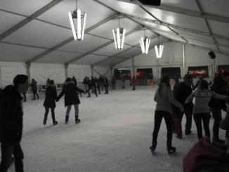 pista di pattinaggio sul ghiaccio
