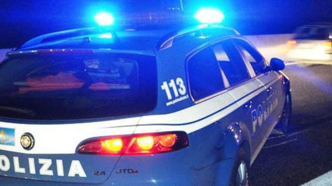 Si ribalta auto sulla E45, padre e figli illesi