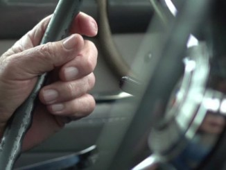 Guida a 87 anni una Panda, ma non aveva mai preso la patente