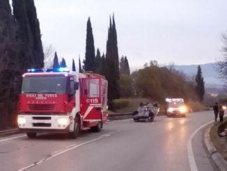 Incidente sul E45, guida contromano si scontra con auto, due feriti