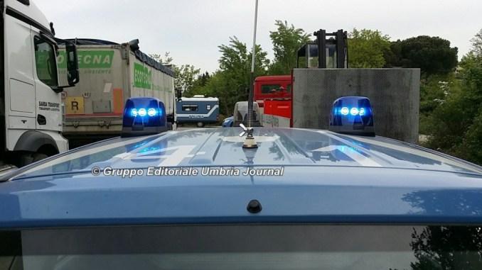 Polizia Stradale blocca autobus con rimorchio, c'era merce non autorizzata