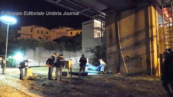 Morte per overdose Perugia, trovato cadavere, era tra le siringhe. Corpo rinvenuto in un casolare
